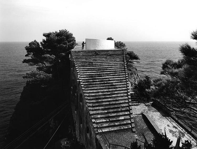 The villa malaparte thought for Casa malaparte libera